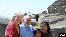 ბოცო კორიშელი ოჯახთან ერთად