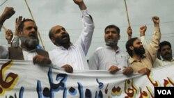 Aksi protes anti-pemerintah oleh para aktivis Jamaat el-Islami di Pakistan (foto: dok).