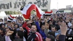 دارالحکموت بغداد کے تحریر اسکوائر میں مظاہرین کی نعرے بازی