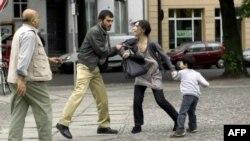 Кадр из фильма «Когда мы уходим»