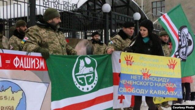 Участники протеста против террора кремлевского режима в Чечне и на Кавказе возле посольства России в Киеве. 23 января 2016