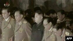 Новий лідер Північної Кореї Кім Чен Ин серед військових