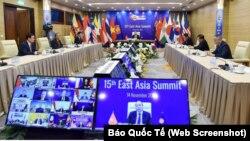 Thủ tướng Việt Nam Nguyễn Xuân Phúc phát biểu tại Hội nghị Thượng đỉnh Đông Á, được tổ chức trực tuyến tại Hà Nội hôm 14/11. Tuyên bố Hà Nội của hội nghị này không đề cập đến các tranh chấp lãnh hải trên Biển Đông.