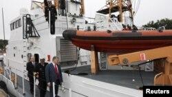 Петр Порошенко на борту патрульного катера береговой охраны класса Island