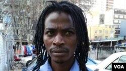 Sebedinga inwele ezinde ezibizwa ngokuthi ngama dreadlocks.