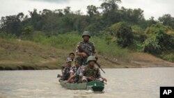 میانمار کی سرحدی فوج کے اہلکار گشت کرر ہے ہیں (فائل فوٹو)
