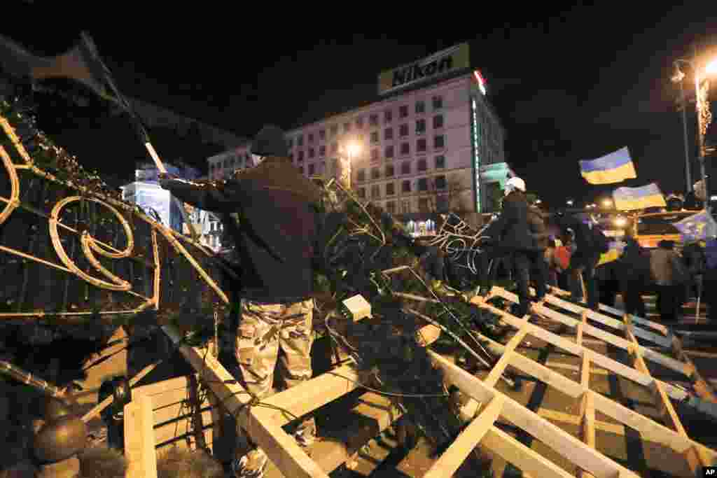 Protesters stand on the barricade in Independence Square in Kyiv, Dec. 2, 2013.