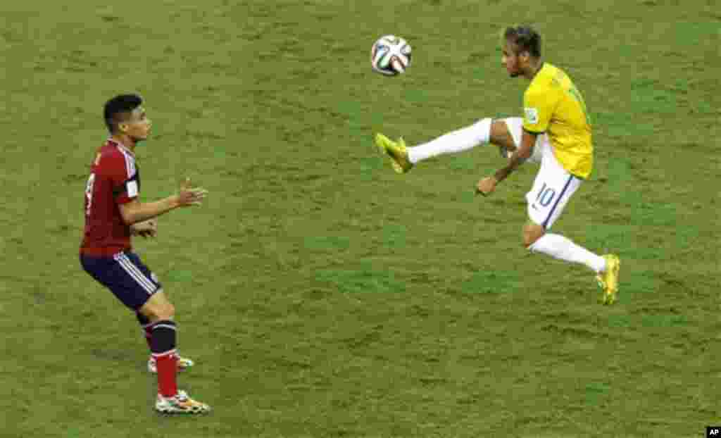 Colombia's Teofilo Gutierrez, left, looks on as Brazil's Neymar controls a ball during the World Cup quarterfinal soccer match between Brazil and Colombia at the Arena Castelao in Fortaleza, Brazil, Friday, July 4, 2014. (AP Photo/Themba Hadebe)