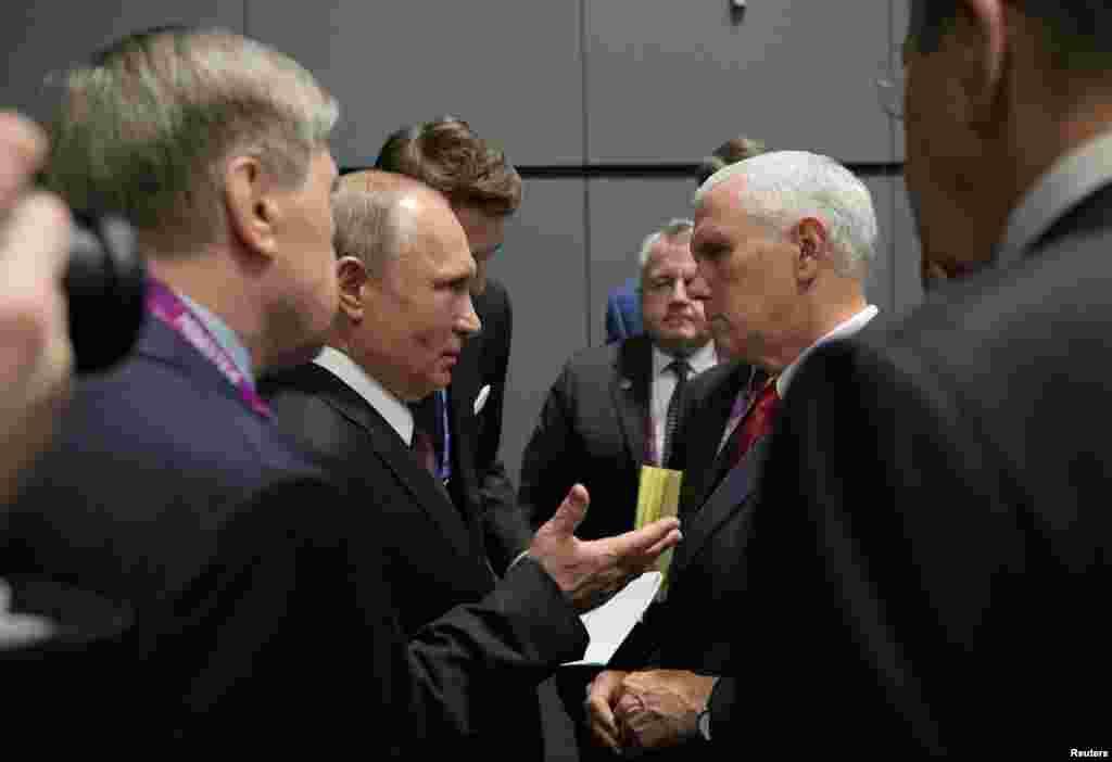 گفتگوی ولادیمیر پوتین، رئیس جمهوری روسیه با مایک پنس معاون رئیس جمهوری آمریکا در حاشیه نشست سران اتحادیه جنوب شرق آسیا موسوم به آسهآن در سنگاپور