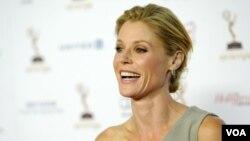 """La actriz Julie Bowen y el actor Ty Burrel ganaron un premio Emmy por su participación en la serie de televisión """"Modern Family""""."""