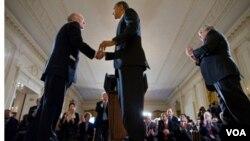 """Durante una ceremonia en la Casa Blanca, Obama describió al ejecutivo de 62 años como """"un hábil funcionario y un dedicado patriota""""."""