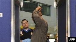 Amerika aeroportlarida musulmonlar izza qilinadi, deydi faollar