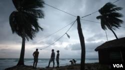 Wisatawan di pantai Barahona, Dominika (foto: dok). Kawasan Karibia melaporkan peningkatan jumlah wisatawan selama 5 tahun berturut-turut.
