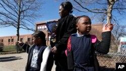 La crisis financiera que atraviesan las escuelas públicas en Detroit se remonta a varios años atrás. En 2010 muchas escuelas estaban en peligro de cerrar sus puertas para siempre.