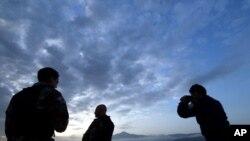 Oficiais da guarda costeira, Grécia. (Foto de arquivo)