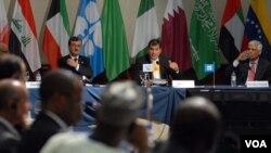 El presidente de Ecuador, Rafael Correa, presidió la reunión de la OPEP en Quito.