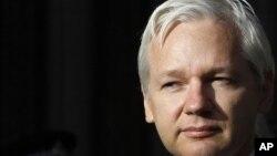 El fundador de WikiLeaks es requerido en Suecia por su presunta responsabilidad en cuatro delitos sexuales.