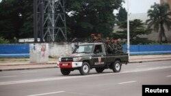 Des soldats congolais dans Kinshasa