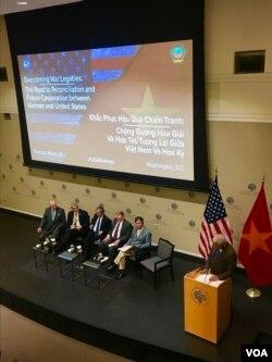 """Các diễn giả tại buổi hội thảo """"Khắc phục hậu quả chiến tranh: Đường tới hòa giải và hợp tác tương lai giữa Việt Nam và Mỹ"""" hôm 26/3."""
