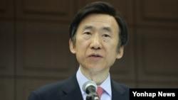 윤병세 한국 외교부 장관이 20일 서울 프레스센터에서 열린 송강포럼에서 '한국 외교의 환경변화와 새로운 외교 패러다임'을 주제로 연설하고 있다.