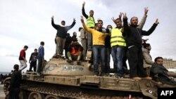 Антиправительственные протестующие в Бенгази, 24 февраля 2011г.