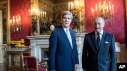 Ngoại trưởng Pháp Laurent Fabius tiếp kiến Ngoại trưởng Hoa Kỳ John Kerry tại Bộ Ngoại giao 'Quai d'Orsay' ở Paris, Pháp, 26/6/2014.