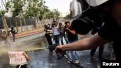 Taksim Gezi Parkında polislə qarşıdurma