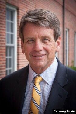 保守派法律学者迈克尔·法利斯(Michael Farris)