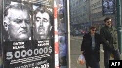 Міжнародний трибунал звинувачує Ратка Младича та Радована Караджича у геноциді боснійських мусульман під час війни на Балканах.