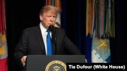 El objetivo de la orden ejecutiva del presidente Donald Trump es impulsar la industria manufacturera de Estados Unidos.