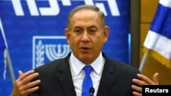 Perdana Menteri Benjamin Netanyahu saat menghadiri pertemuan partai Likud di Knesset, Yerusalem, 2 Januari 2017. (REUTERS/Ronen Zvulun)
