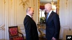 На фото президенти США та Росії під час саміту Женеві у червні 2021-го року