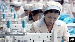 개성공단에서 근무 중인 북한 근로자들 (자료사진)