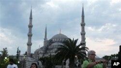 نمایی از استانبول در ترکیه که سالانه میزبان میلیونها مسافر است.