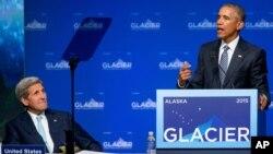Predsednik SAD Barak Obama i državni sekretar Džon Keri u Enkoridžu na Aljasci, 31. avgust 2015.