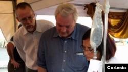 El subsercretario general de la ONU para Asuntos Humanitarios, Stephen O'Brien, visitó un hospital en Manta, Ecuador.