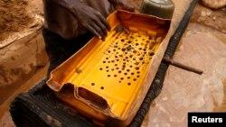 Warga di Bukares menentang rencana pembukaan tambang emas yang akan menggunakan bahan beracun sianida (foto: ilustrasi).