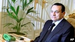 مصر: مسٹر مبارک اور ان کے خاندان پر پابندی برقرار