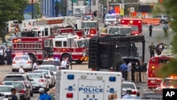 Emergency responders at scene of Navy Yard shooting, Washington, Sept. 16, 2013.