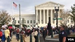 华盛顿市及附近地区的中学生对当选总统唐纳德·川普抗议(2016年11月15日)