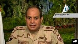 Mantan panglima Angkatan Darat Mesir Abdel-Fattah el-Sissi saat mengumumkan pencalonan dirinya sebagai kandidat presiden Mesir, 26 Maret 2014 di Kairo (Foto: dok).