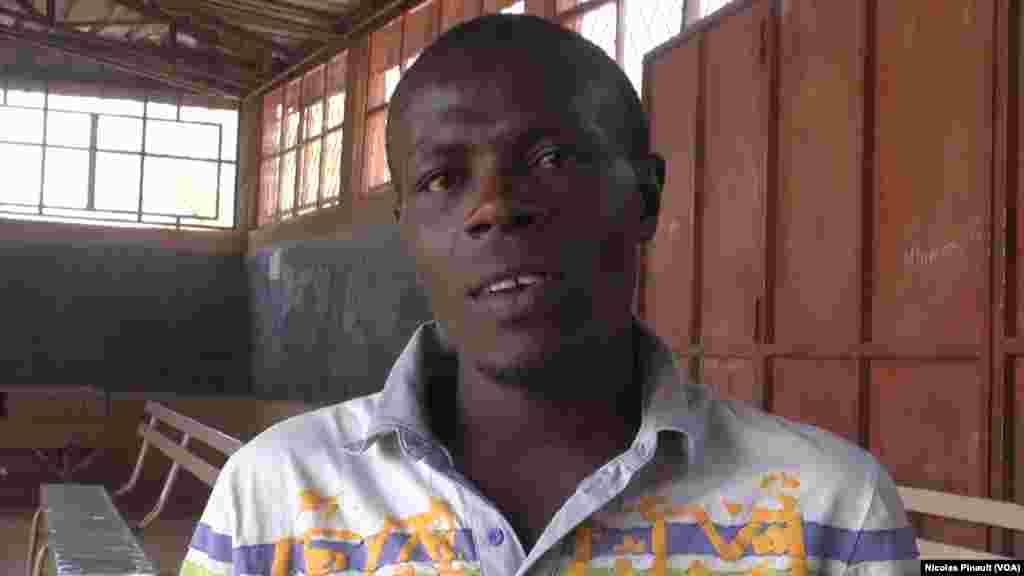Kevin, originaire de Monrovia, vit au Niger depuis trois ans. Il a tenté six fois, en vain, de rejoindre l'Europe via la Libye. 3 mars 2016. (VOA/Nicolas Pinault)