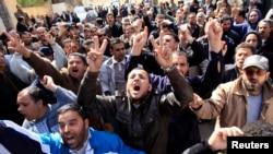 Những người biểu tình hô khẩu hiệu chống lãnh đạo Libya, Muammar Gaddafi. Hình tư liệu.