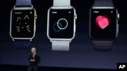 Apple ကုမၸဏီ အမႈေဆာင္ဒါ႐ိုက္တာ Tim Cook နဲ႔ apple smart နာရီမ်ား (မတ္ ၉၊ ၂၀၁၅)