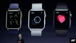 3月9日,苹果首席执行官库克在旧金山苹果手表发布会上做产品介绍。