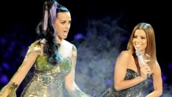 MADRID, SPAIN - NOVEMBER 07: Katy Perry and host Eva Longoria Parker perform onstage during the MTV Europe Music Awards 2010 live show at La Caja Magica on November 7, 2010 in Madrid, Spain. (Photo by Jeff Kravitz/FilmMagic) Original Filename: 1066244