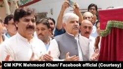 محمود خان 2018 میں انتخابات کے بعد صوبے میں دوسری بار پی ٹی آئی کی کامیابی کے بعد سے خیبرپختونخوا کے وزیر اعلیٰ ہیں — فائل فوٹو