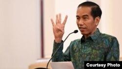 Presiden Joko Widodo memberikan keterangan kepada media di Jakarta (foto: Biro Setpres RI).