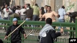 Tình trạng xáo trộn tiếp diễn ở Ai Cập dẫn đến việc các ngân hàng bị hạ thấp điểm tín dụng