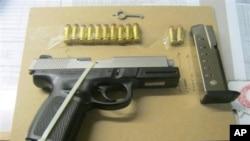 Salah satu pistol yang disita oleh Kepolisian Kota New York (NYPD) (foto: dok).